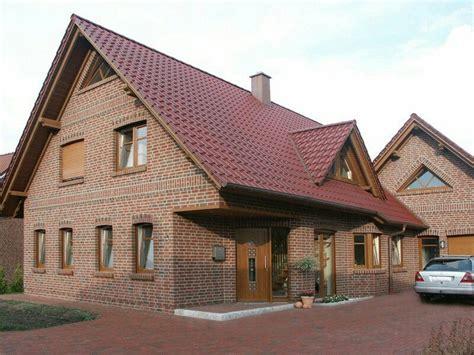 Roter Klinker by R 246 Tlicher Klinker Rotes Dach Und Braune Fenster Fenster