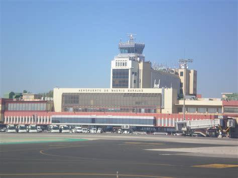madrid barajas salidas file aeropuerto de madrid barajas02 jpg wikimedia commons
