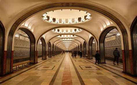 Deco Chandeliers Moscow Metro Photos Step Back In Time In The World S Most