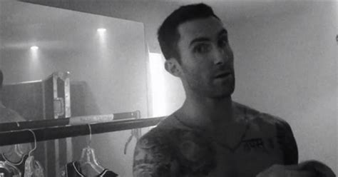 laurence ourac 187 maroon 5 albums and v fan cho 225 ng với h 236 nh ảnh adam levine quot hờ hững khoe m 244 ng quot