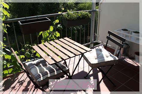 satellitenschüssel stuhl tonerl s welt sommer auf dem balkon