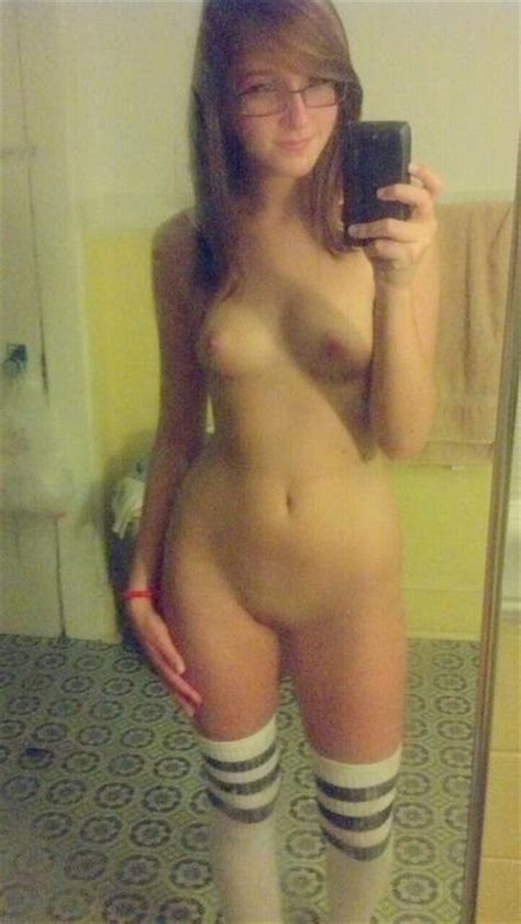 Innocent girl in stockings making a full nude selfshot pic