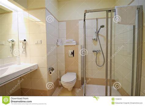 beige badezimmer beige badezimmer lizenzfreie stockbilder bild 7046019