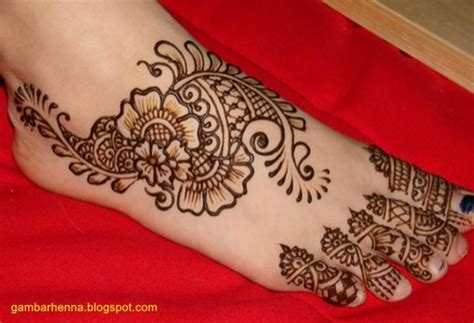 henna tattoo adalah 13 inspirasi henna kaki yang menawan hati demi sucinya