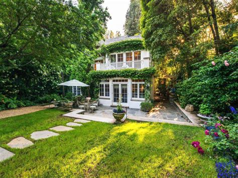 house backyard inside the multimillion dollar homes of 2016 s oscar nominees