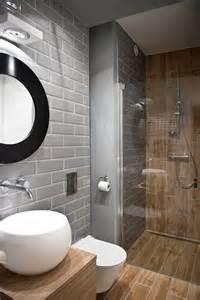 Superbe Peindre Sa Salle De Bain En Gris #3: carrelage-metro-gris-dans-salle-de-bain-bois.jpg