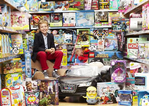 toys r us toys 11 year alex thorne lands coolest in the country chief play officer for toys