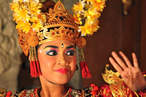Day 213: Traditional Balinese Dance   Around the World in