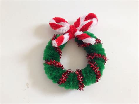 pipe cleaner christmas wreath in 3 easy steps chenille