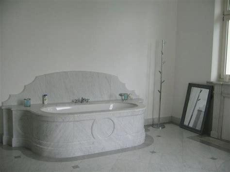 photo guide de la salle de bain baignoire en marbre de