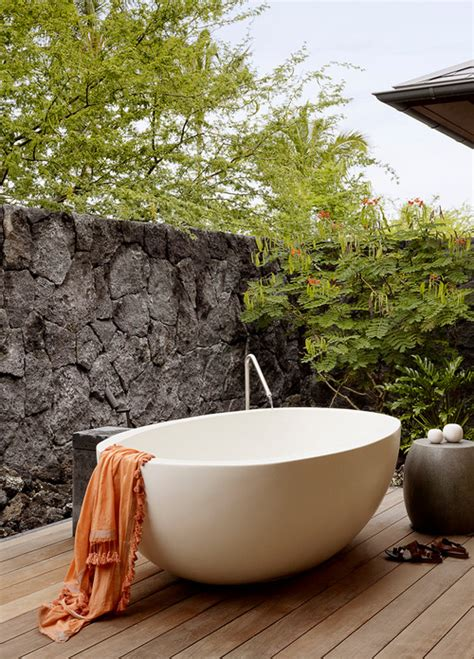 Outdoor Bathtub by 10 Outdoor Bathtubs That Somehow Make It Ok To Get