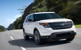 2013 ford explorer sport front three quarters in motion