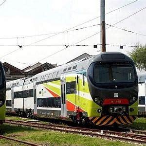pavia genova treno pavia tenta di scendere dal treno gi 224 partito morta