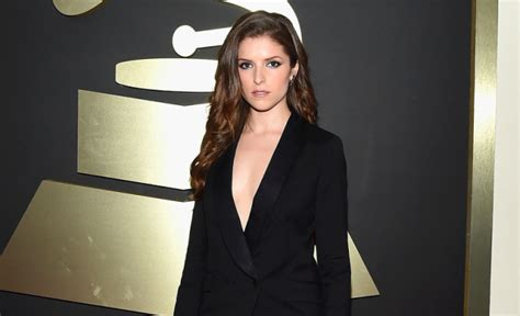 anna kendrick house of cards anna kendrick nearly flashed ariana grande in slutty pantsuit