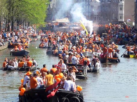 bootje amsterdamse grachten koningsdag 2019 sloep huren geweldig feest op de grachten