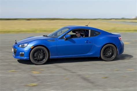 subaru sports car brz 2015 2016 subaru brz review the car connection 2016 subaru brz