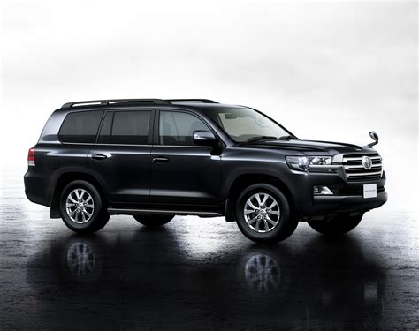 toyota jp facelifted toyota land cruiser 200 unveiled in japan w