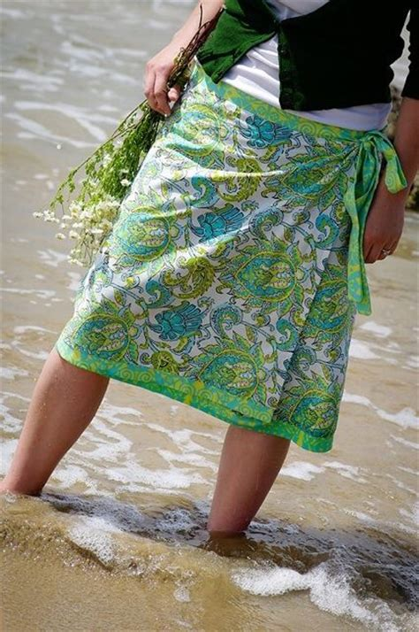 simple no pattern skirt diy wrap skirt no pattern but has fabric sizing