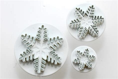 Plunger Cutter Snowflake pme snowflake plunger cutters set of 3 the cook shop