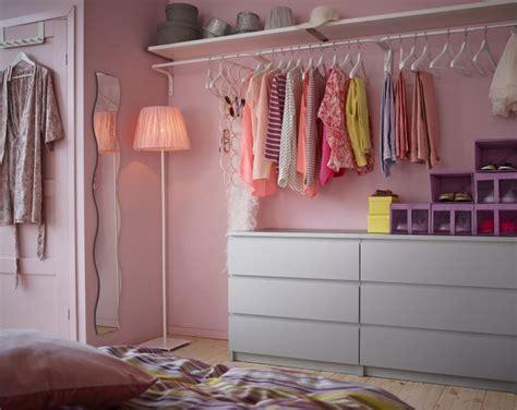 kleiderschrank halbhoch kleiderstange giyinme odası modelleri