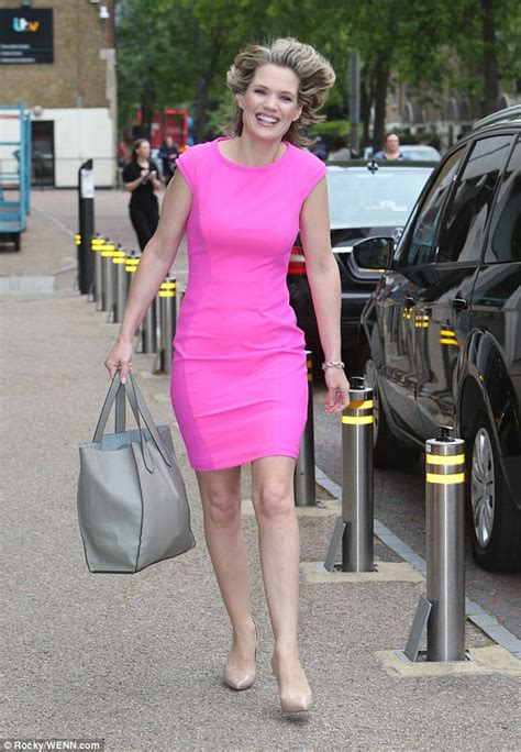 Dress Pink Merk Bodysoul hawkins shows slim post baby in pink mini dress daily mail