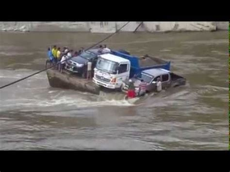 boat sinking statistics shocking sinking ferry car accident sinking with man