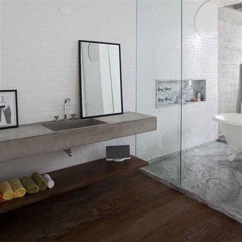 bagno con pavimento in legno bagno naturale benessere