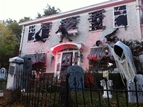 Homes Decorated For Halloween Behind The Spooky Scenes At Wauwatosa S Most Haunted House
