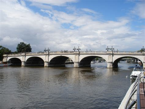 file kingston bridge over the thames london jpg file kingston bridge kingston side jpg wikimedia commons