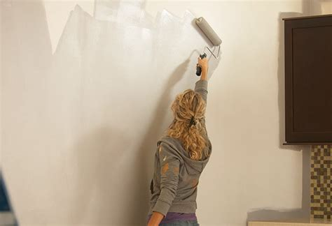 How To Choose Interior Paint Finish by Interior Paints Selecting A Sheen Buying Guide At The
