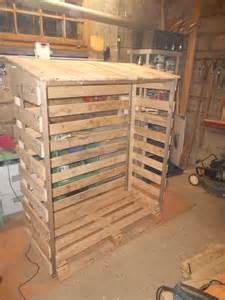 abri bois en palette pour exterieur de