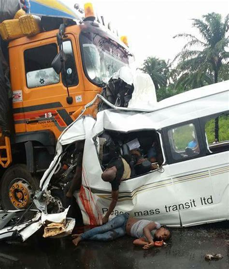 gory car accident victims the biafran umuahia okigwe road peace mass accident
