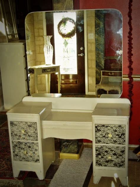 Large Vanity Table 25 Best Ideas About Large Dressing Tables On Pinterest Large Dressing Table Stools Bedroom