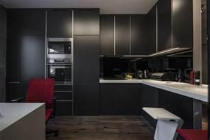 Impressionnant Cuisine Laquee Blanche Plan De Travail Gris #7: Cuisine-noire-mat-luxe-plan-travail-blanc-corian.jpg