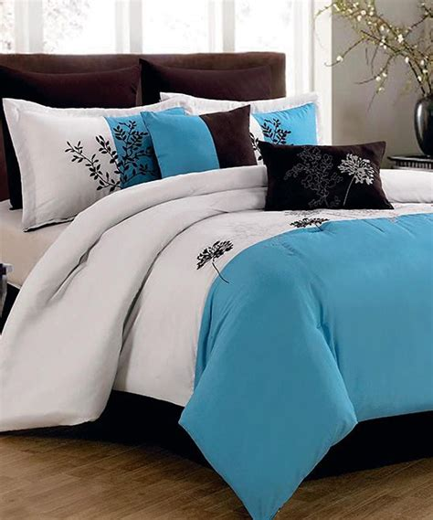 How To Choose A Comforter by 30 Of The Most Chic And Bed Comforter Designs To