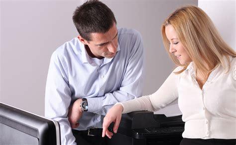 l amour au bureau 8 conseils pour s 233 duire au bureau mode s d emploi