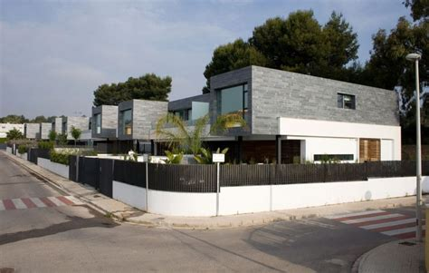 Stylish Semi Detached Homes In Valencia Promise