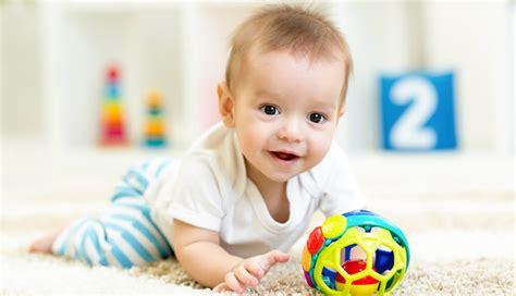 ab wann krabbeln kinder 220 bersicht motorische entwicklung im ersten lebensjahr