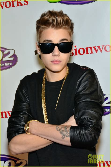 justin bieber live december 2012 lindsay lohan watches the wanted at q102 s jingle ball