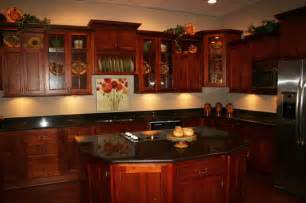 Cherry Kitchen Ideas by Cherry Kitchen Cabinets This Traditional Kitchen Design
