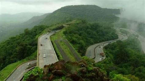 ghat section hyderabad express engine derails in khandala ghat may