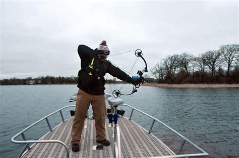 bowfishing boat mn bowfishing for carp in minneapolis st paul area lakes