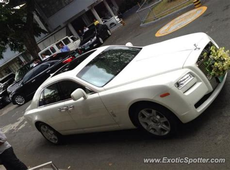 roll royce philippines rolls royce ghost spotted in manila philippines on 07 02 2013
