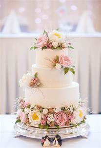 Ordinary Wedding Planner Austin #2: Vintage-Wedding-Cakes-Ivory-Rose-Cake-Company-Bridal-Musings-Wedding-Blog-5.jpg