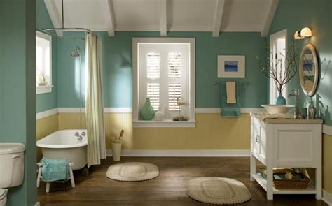 Impressionnant Petite Salle De Bain Blanche #2: 4id%C3%A9e-couleur-salle-de-bain-%C3%A9l%C3%A9gante-murs-en-bleu-turquoise-peinture-plafond-salle-de-bain-blanche-baignoire-blanche-%C3%A0-poser-vasque-%C3%A0-poser-et-meuble-sous-vasque-d%C3%A9co-charmante.jpg