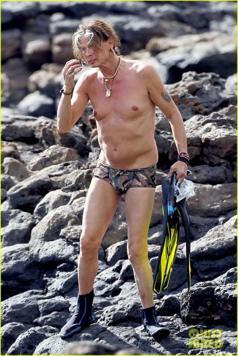 steven tyler speedo snorkeling in hawaii photo 2614209