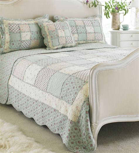 Patchwork Bedspreads Uk - 1000 images about shabby cottage style quilts on