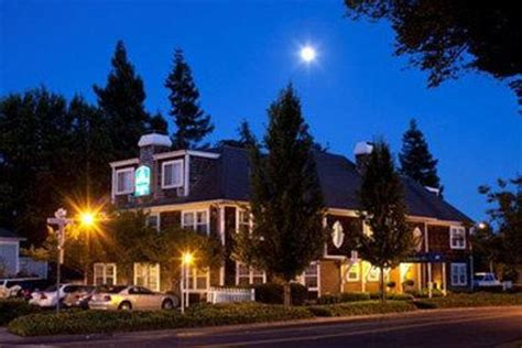 best hotels in napa valley best western plus elm house inn napa napa valley ca