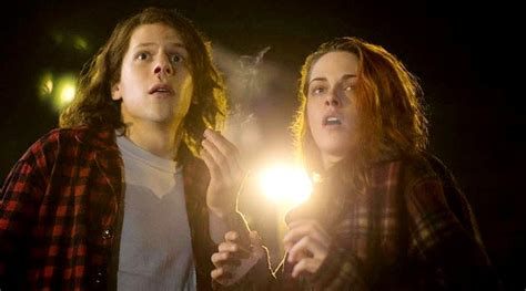 bioskop keren american ultra kristen stewart jesse eisenberg punya 4 tangan di poster
