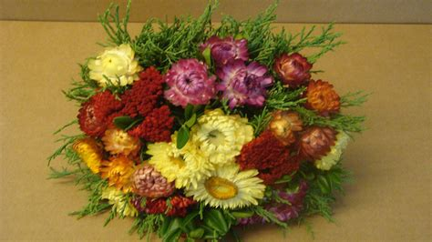Deko Ideen Diy 3555 by Bastelideen Im Herbst Trockenblumenstrau 223 Mit Strohblumen